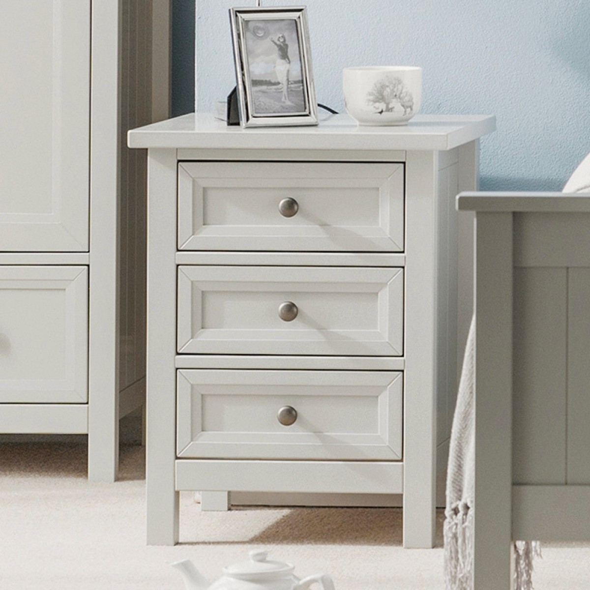 maine dove grey 3 drawer wooden bedside table