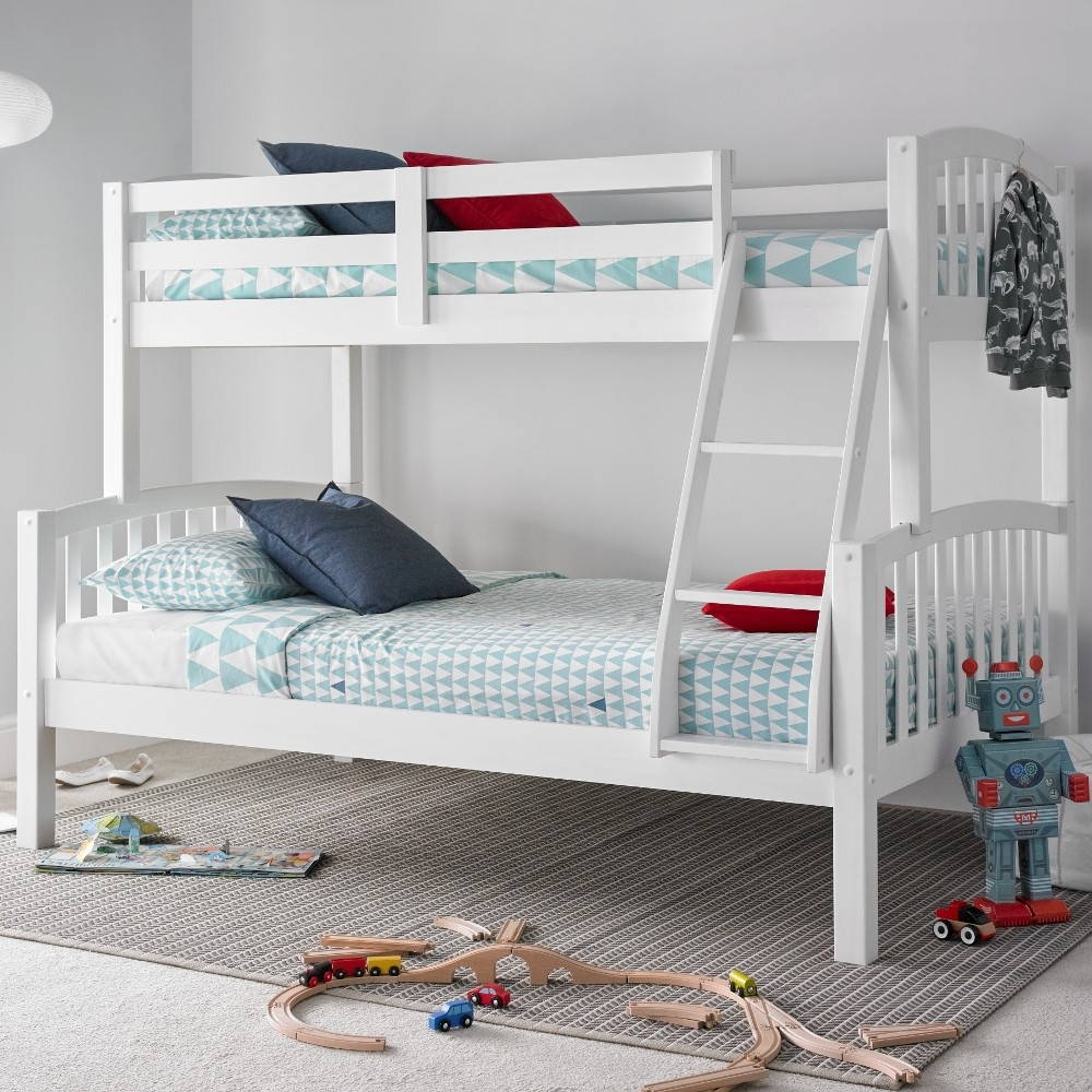 american white wooden triple sleeper bunk bed. Black Bedroom Furniture Sets. Home Design Ideas