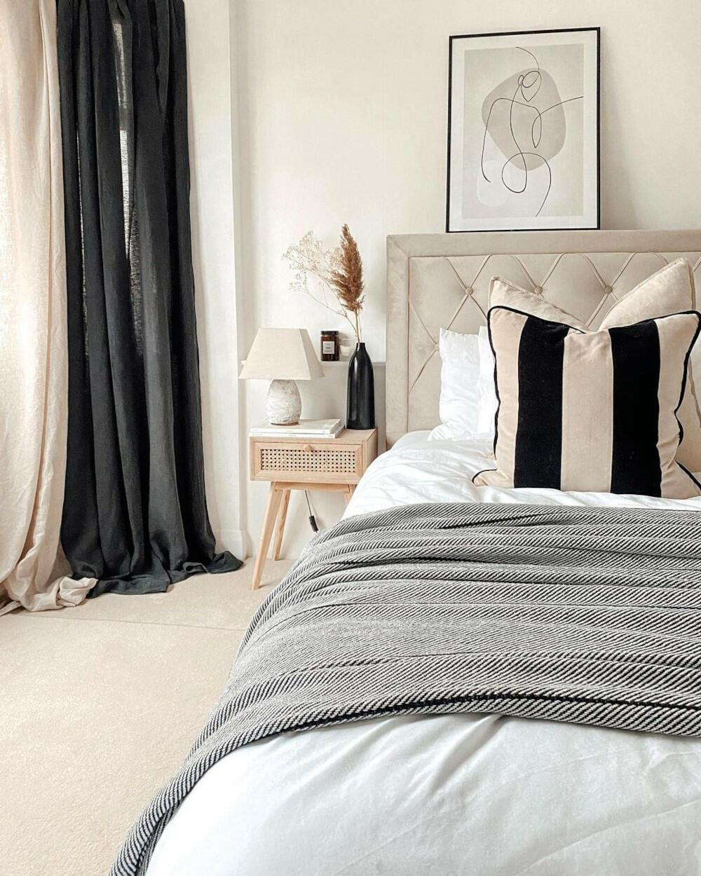 Woodbury Warm Stone Bed